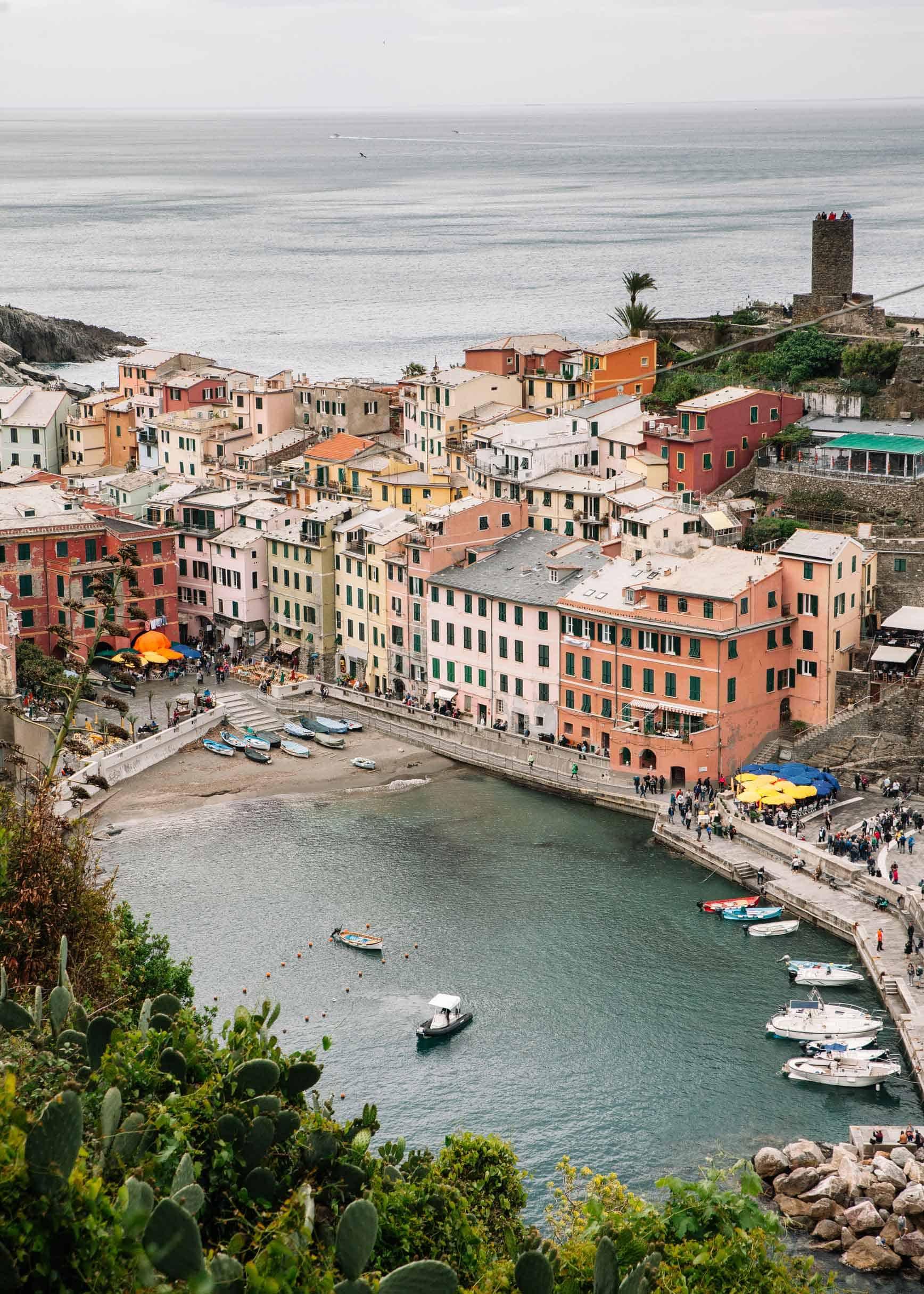 Recorrer los senderos de Cinque Terre con niños