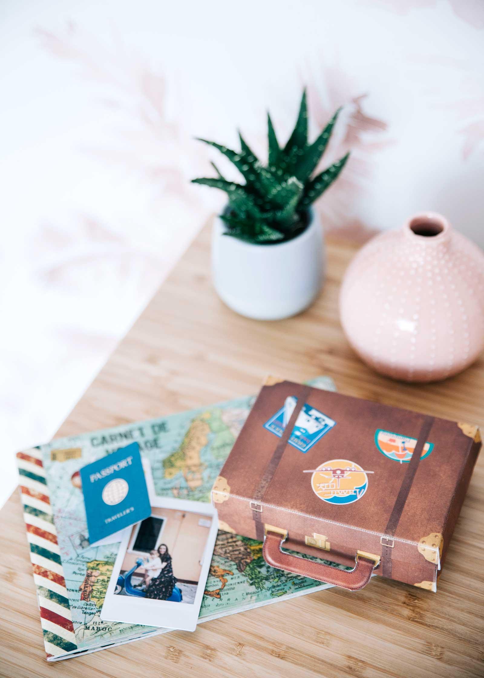 Una caja regalo en forma de maleta para los más viajeros