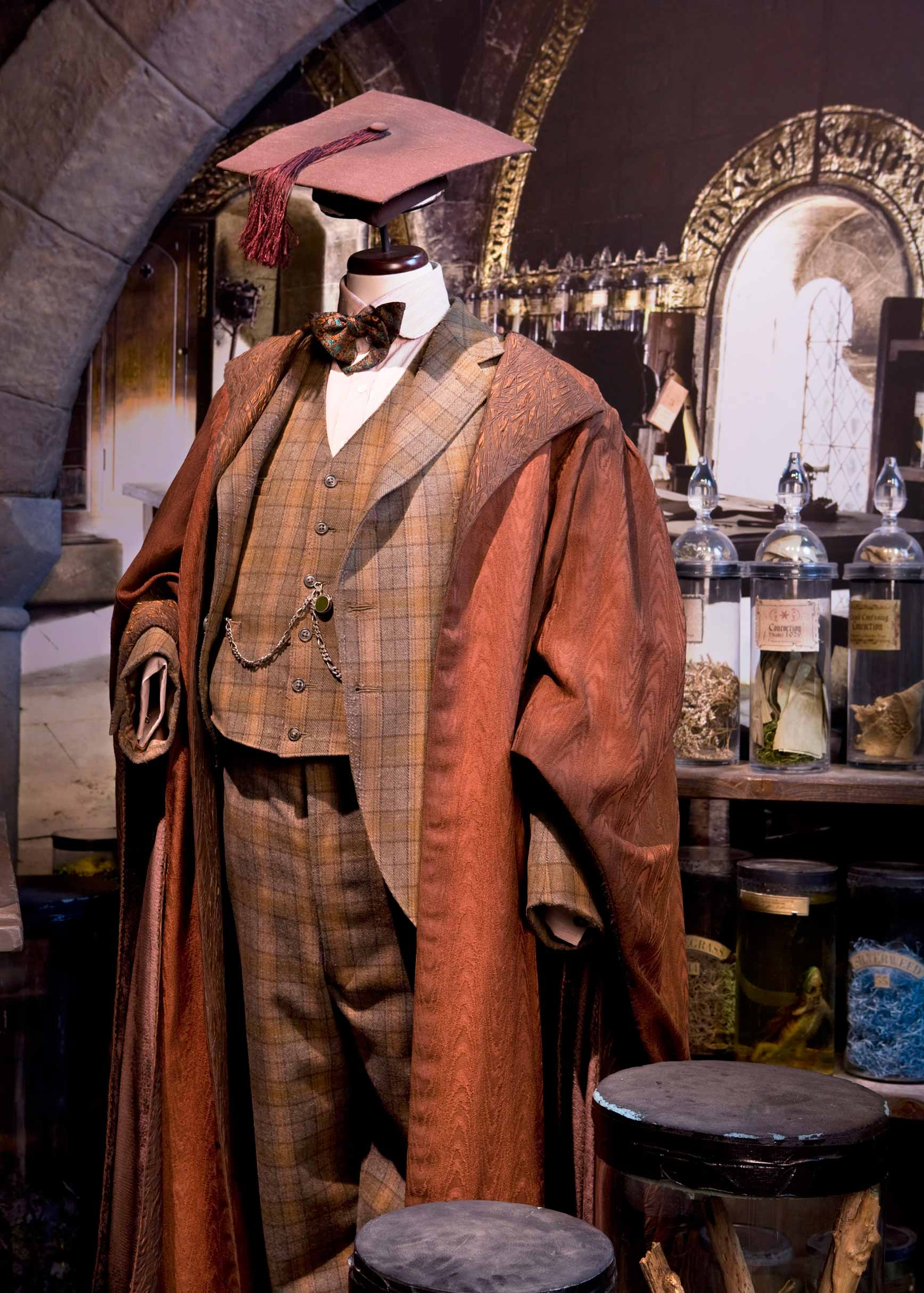 Vestuario-de-Horace-Slughorn-Harry-Potter-The-Exhibition