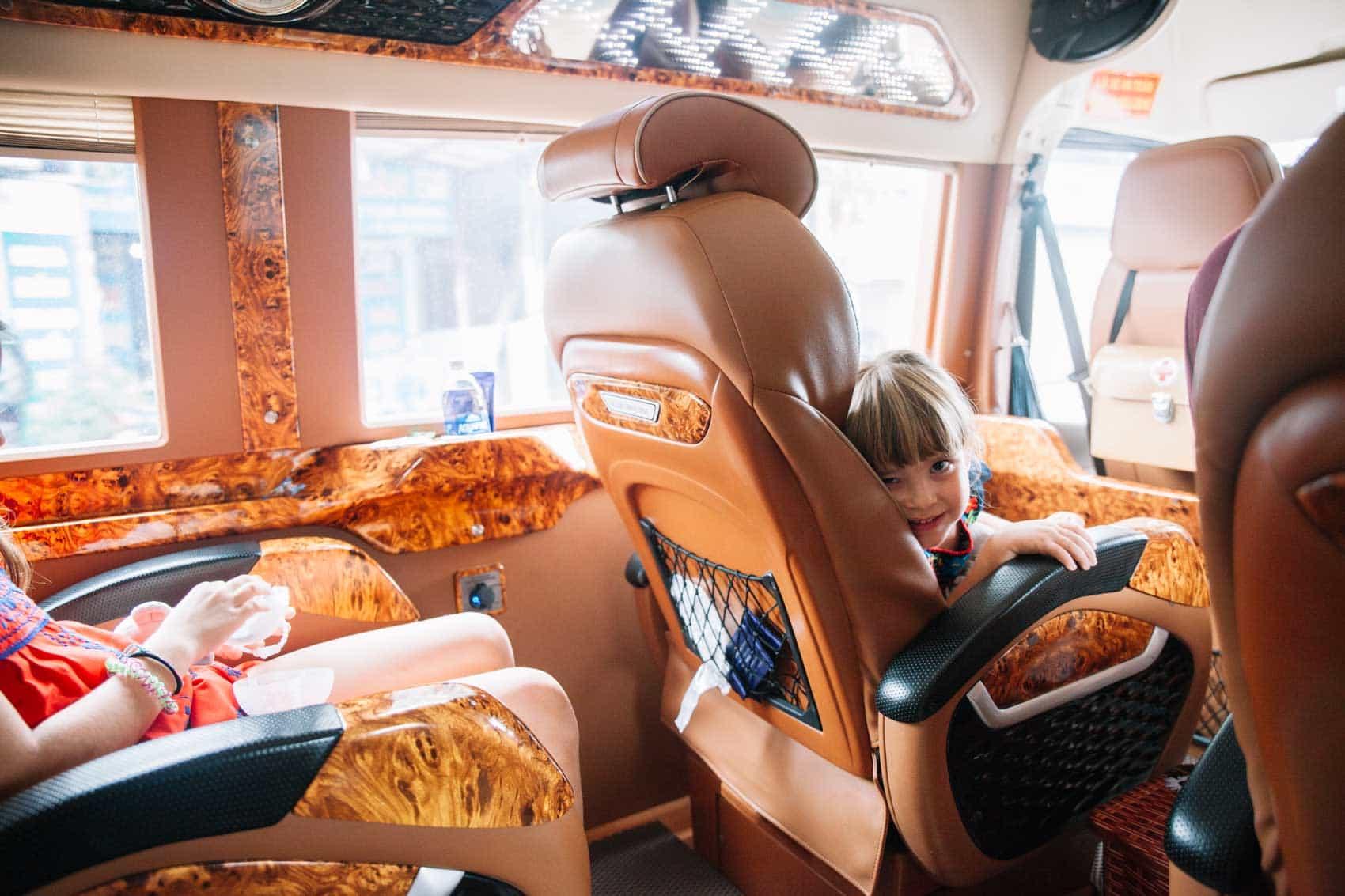 limousine_bus_Vietnam