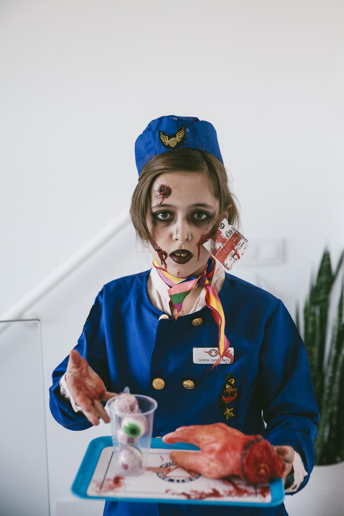 Disfraz de azafata zombie niña